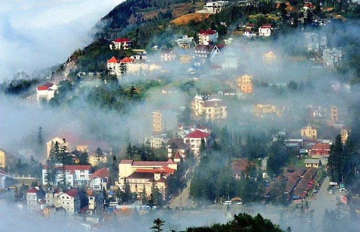Sapa tháng 8  Cả phố thị ẩn hiện trong sương mờ buổi sớm mai