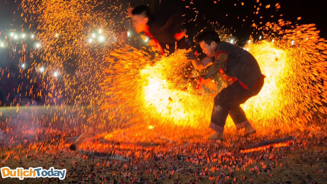Lễ hội nhảy lửa của người Dao đỏ ở Sapa tháng 12